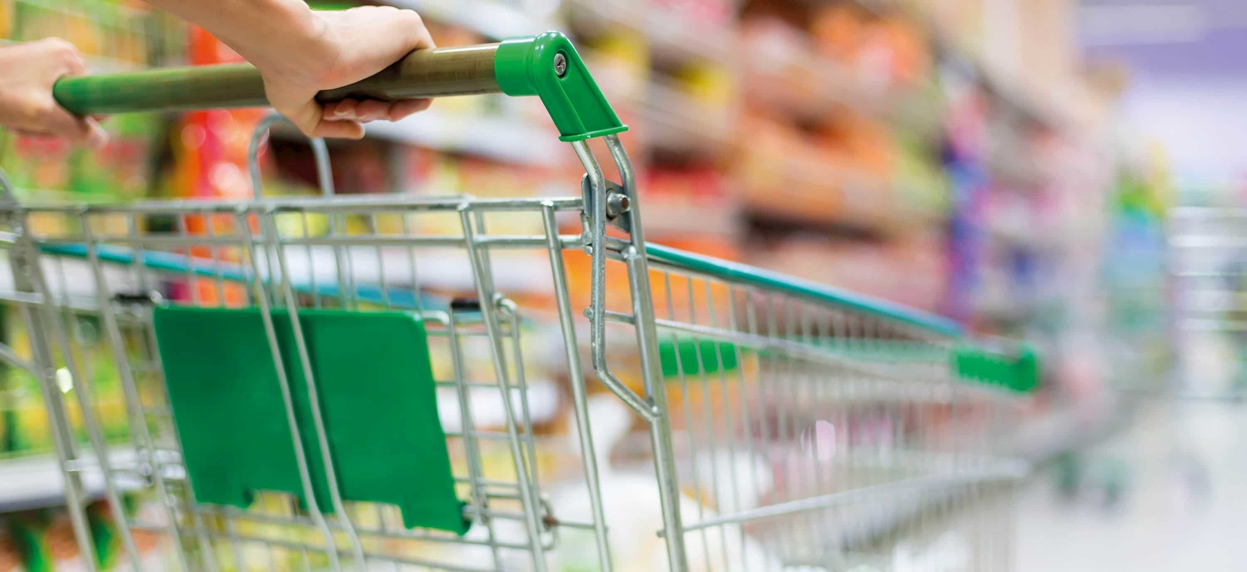 Image of shopping trolleys in the supermarket as a symbol for Food & Beverages