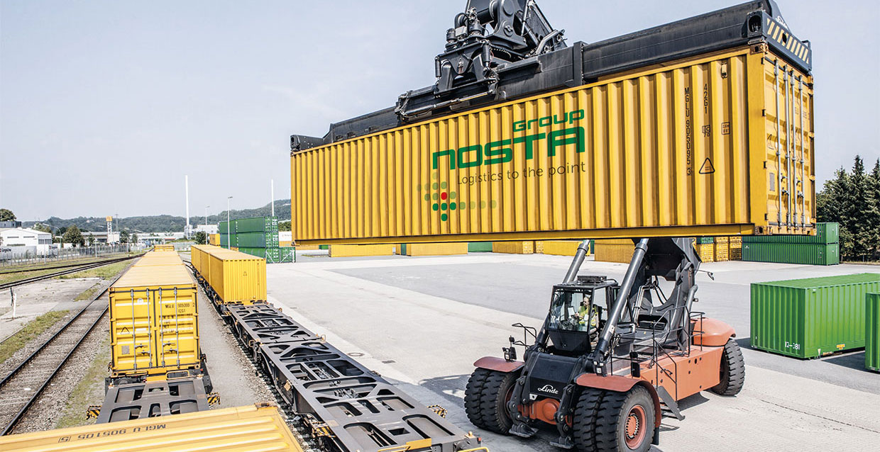 Reachstacker handling containers